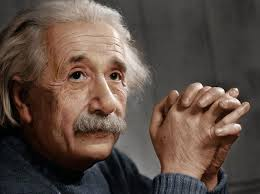 أينشتاين الموظف البسيط الذي تبنى الفيزياء