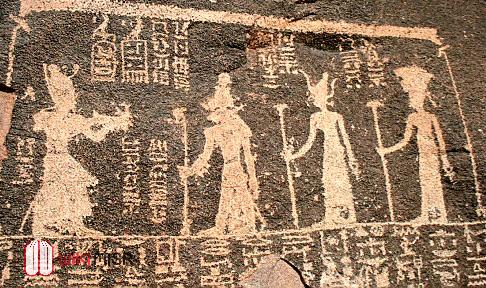 الملك زوسر يقدم القرابين للآلهة خنوم وساتت وعنقت