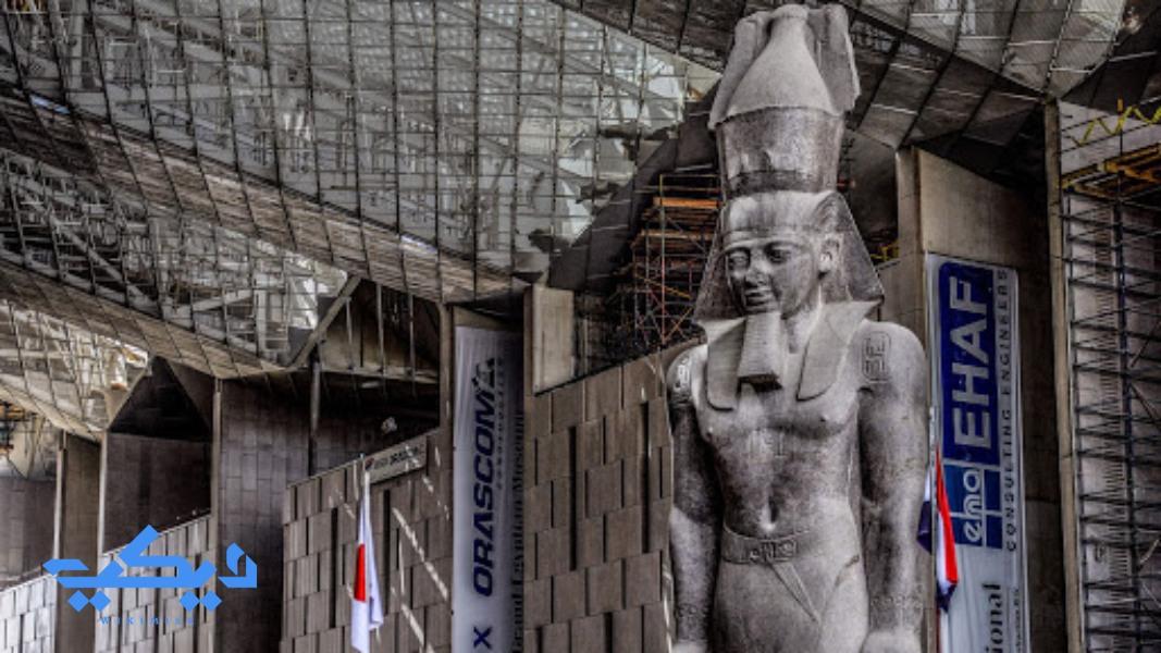 """تمثال الملك """"رمسيس الثانى"""" بمدخل المتحف المصرى الكبير."""