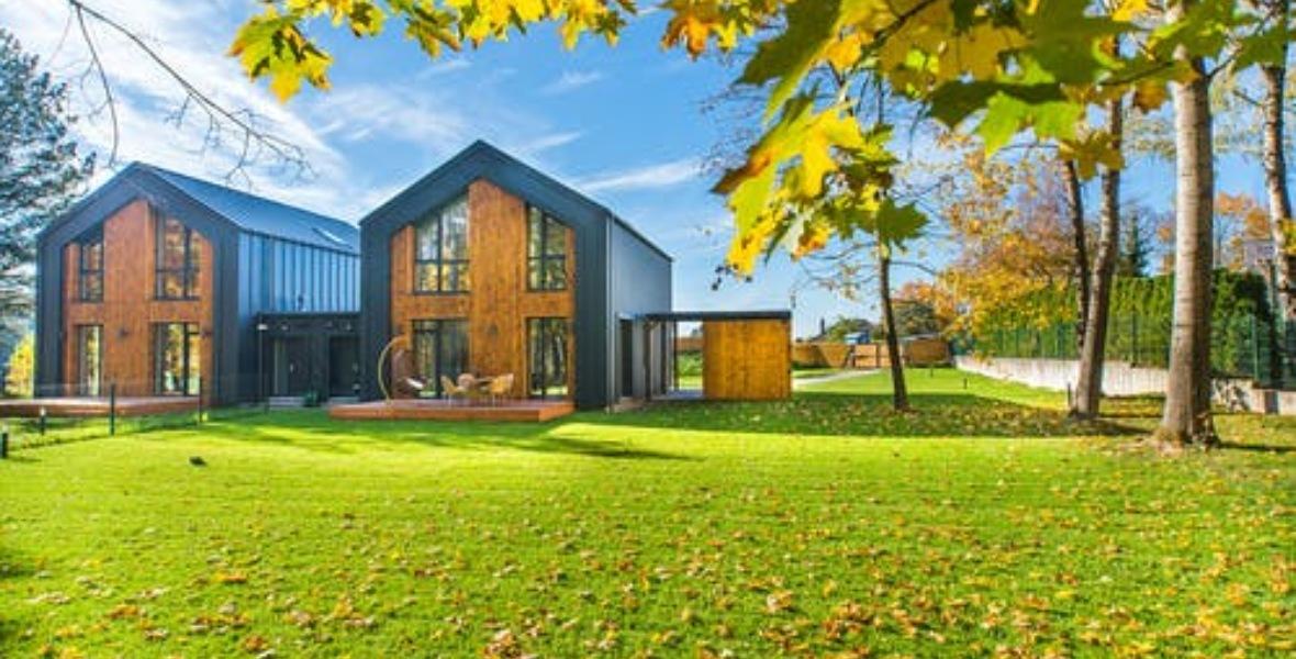 منازل عصرية بين الخضرة