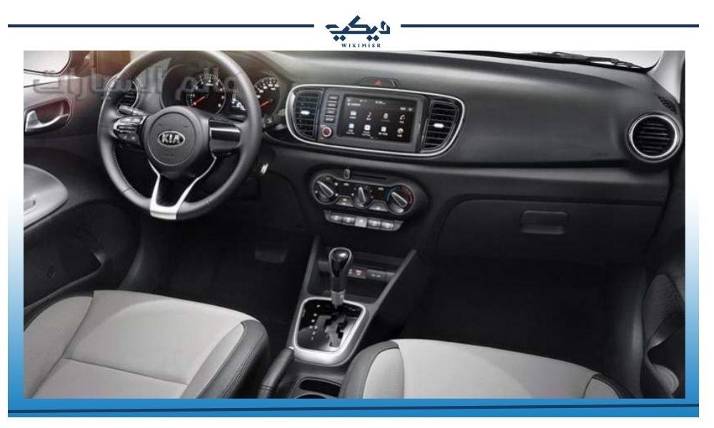 المقصورة الداخلية لـ سيارة كيا بيجاس السيدان