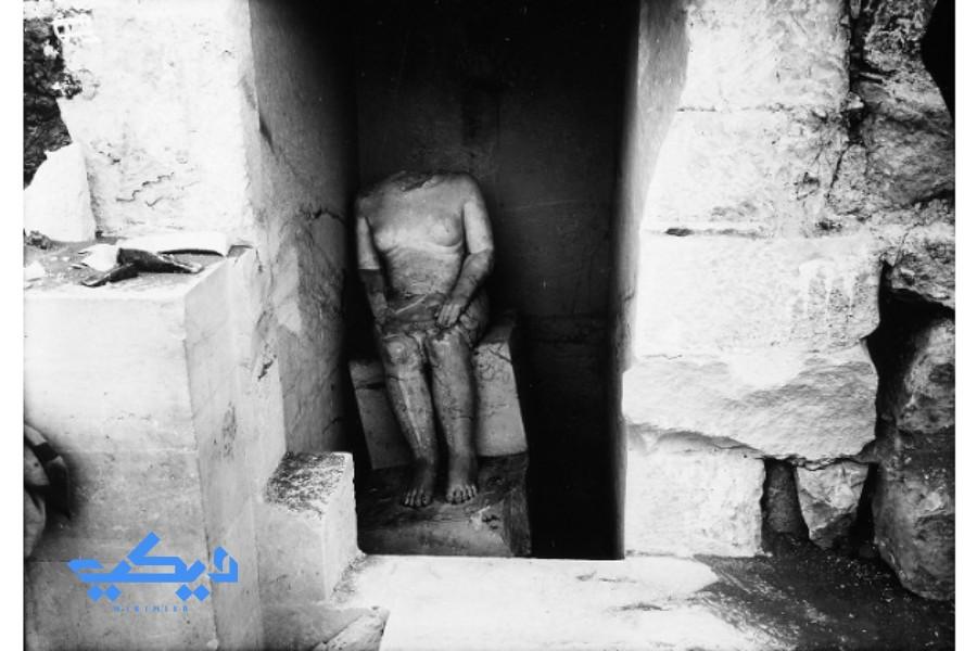 تمثال حم أون بمقبرته فى الجيزة.