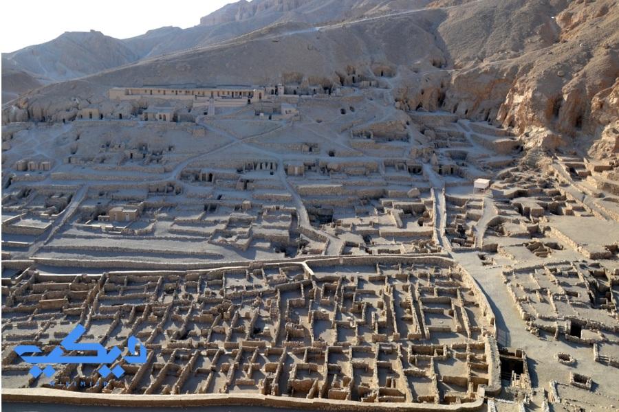 قرية عمال دير المدينة.