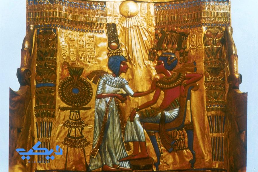 توت عنخ آمون وزوجته عنخ سن آمون.