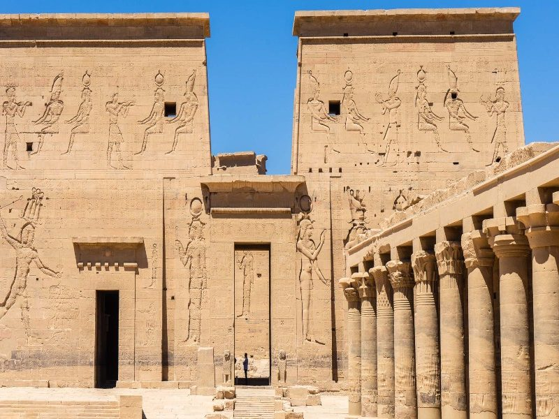 المعابد المصرية القديمة: بيوت الإله في مصر القديمة
