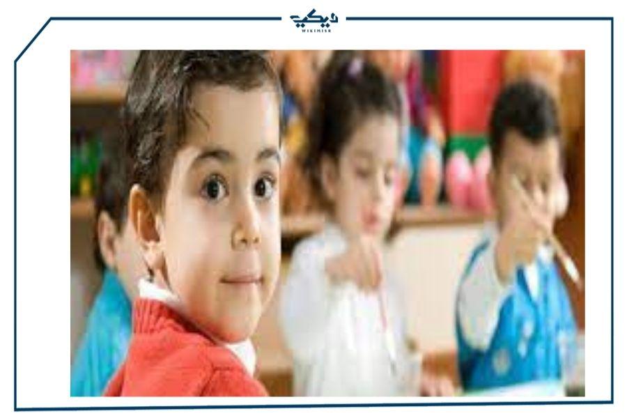 اطفال داخل فصول رياض الأطفال