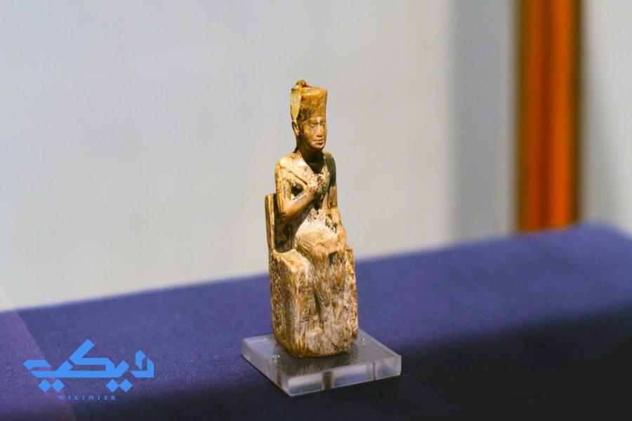 تمثال الملك خوفو بالمتحف المصرى.