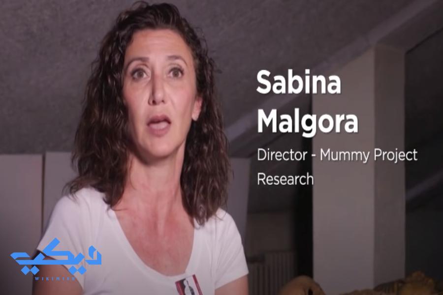 """عالمة الآثار """"سابينا مالجورا""""."""