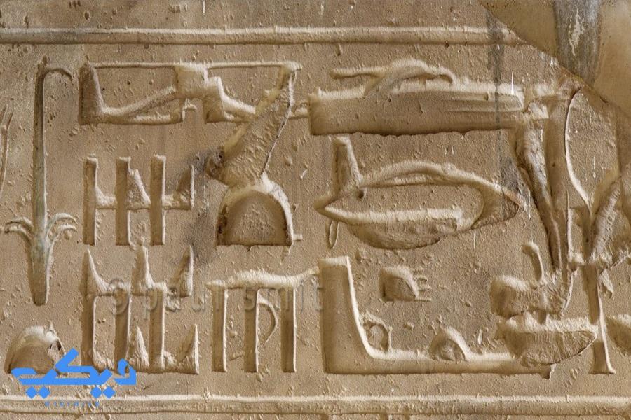 نقش الهليكوبتر والدبابة بمعبد ابيدوس