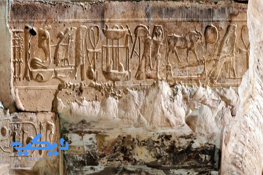 تداخل اللقب الحورى لرمسيس وسيتى بنفس النقش ولم ينتج عنه أى أشكال عجيبة.