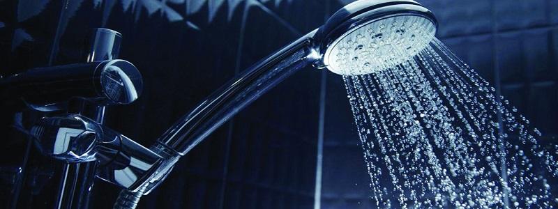 تفسير حلم الاستحمام في المنام للعزباء والمتزوجة