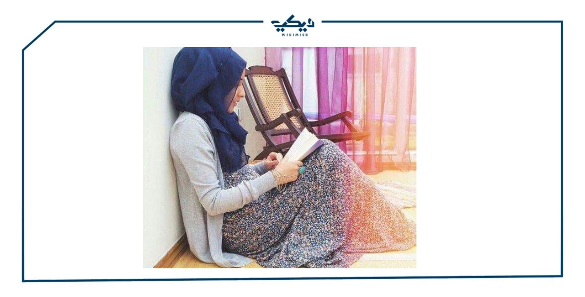 هل يجوز قراءة القرآن على السرير بملابس النوم