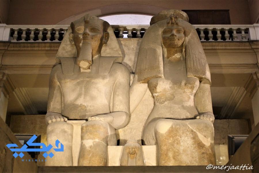 أمنحتب الثالث والملكة تي