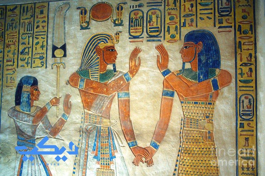رمسيس الثالث وولده آمون حر خبش اف من على جدران مقبرة الأخير, 55 وادى الملكات