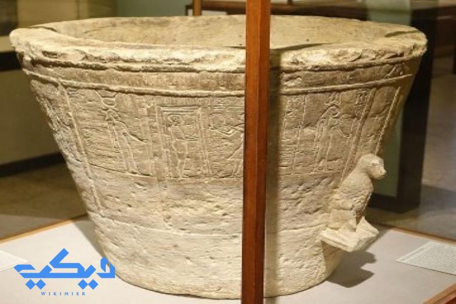 الساعة المائية المصرية القديمة.