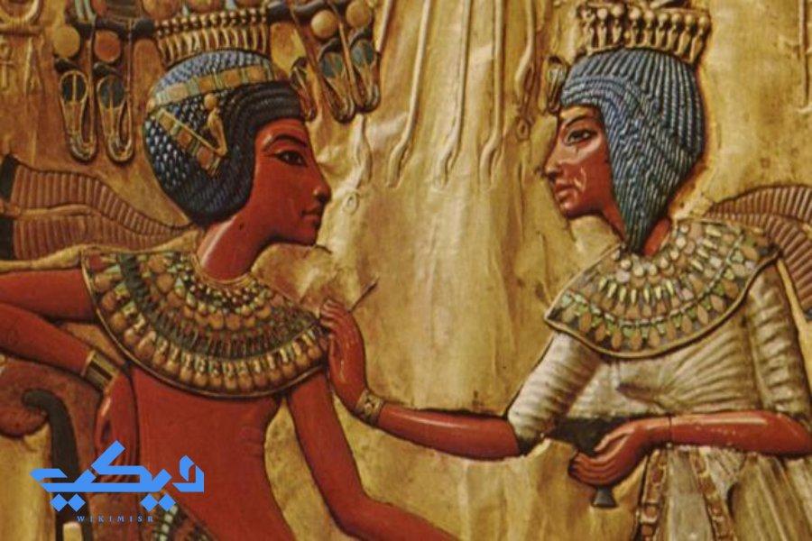 توت عنخ آمون وزوجته عنخ سن آمون