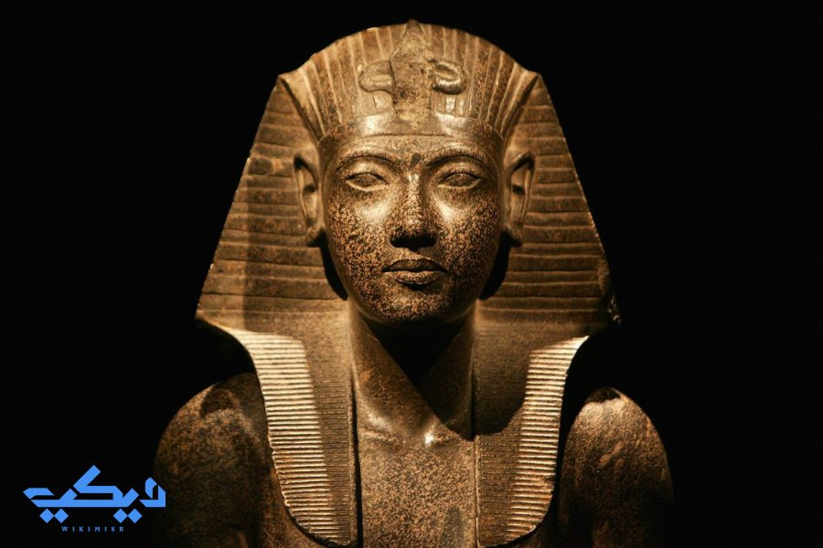 تمثال الملك توت الذى تكرر ظهوره على العملات