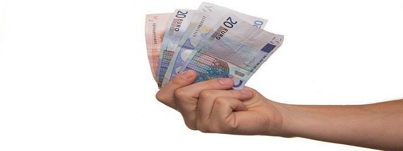 تفسير رؤية النقود الورقية في المنام للعزباء