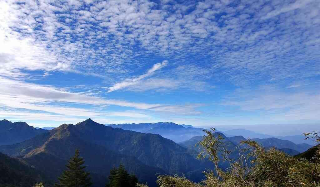 سماء وجبال